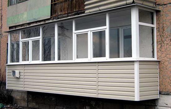 Балкон, обшитый металлическим сайдингом