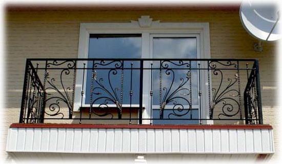 Балкон с красивым ограждением