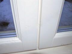 Белые современные окна из дерева. Описание защиты и характеристик
