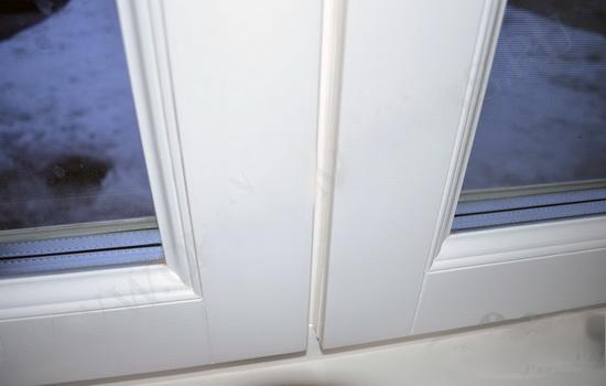 Белые современные окна из дерева. Описание защиты и характеристик.