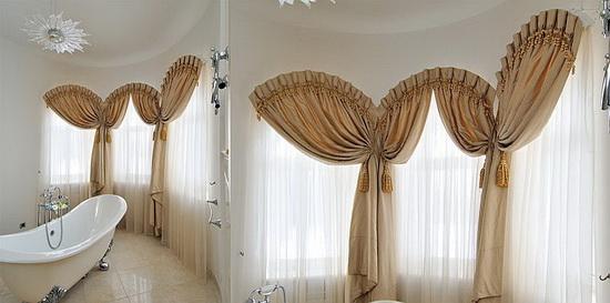 Бежевые шторы в ванной комнате