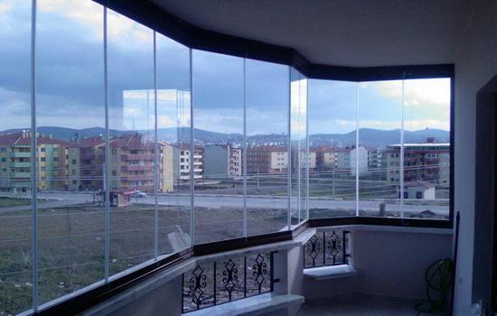 Безрамное остекление балкона. Плюсы и минусы