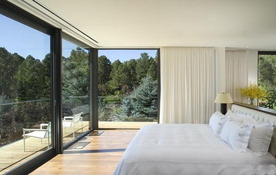 Большие панорамные окна в доме
