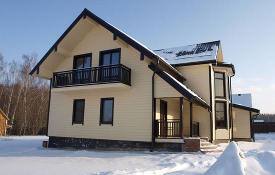 Частный дом зимой