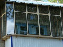 Чем лучше остеклить балкон