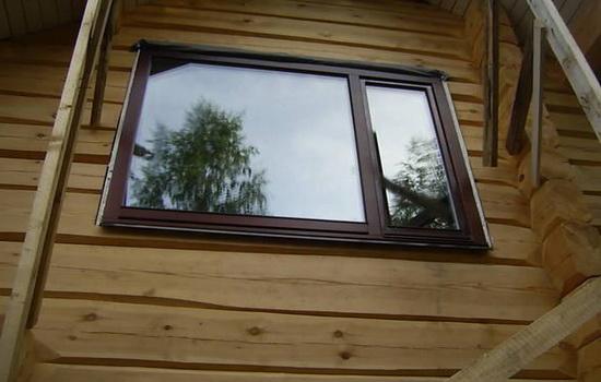 Окна из дерева для коттеджей