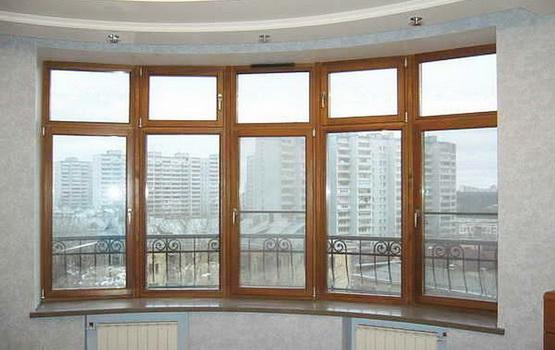 Эркер с деревянным окном