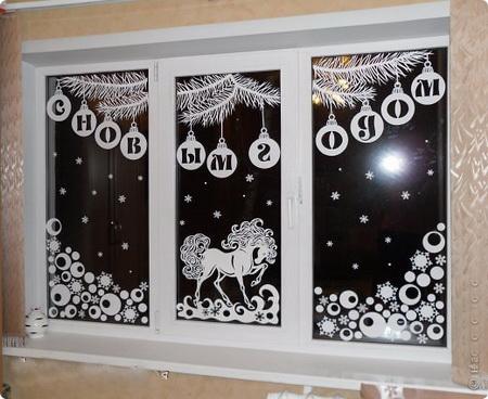 Картинки из бумаги на окнах к новому году