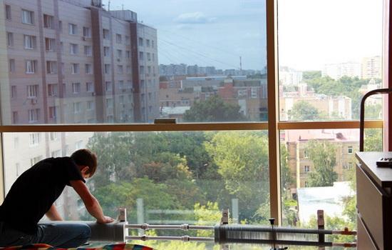 Как клеить тонировку на окно квартиры