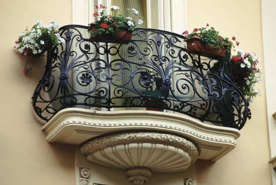 Фото кованых решеток на балкон