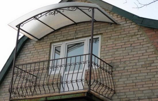 Навес для балкона загородного дома