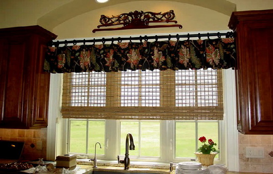 Красивое окно на кухне