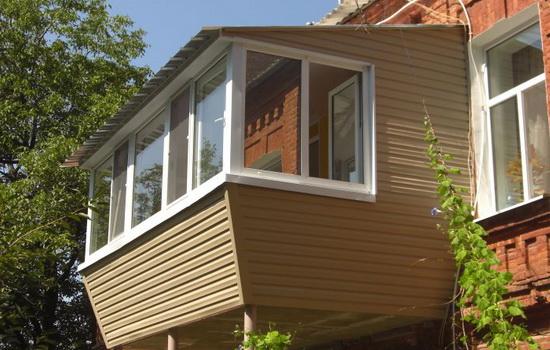 Прекрасный балкон с внешней обшивкой