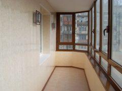 Можно ли застеклять балкон зимой или в непогоду?