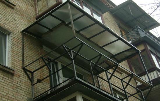 Установка каркаса балкона