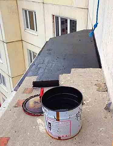 Покрытие балконной крыши битумом