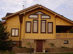 Окна из меранти и махагони — элитных пород дерева
