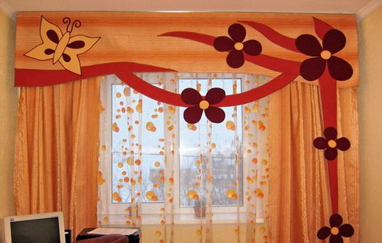 Оранжевая занавеска в комнате