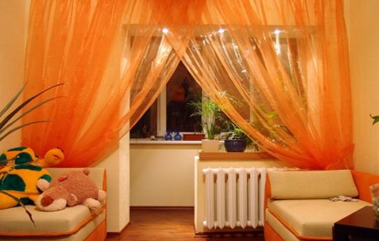 Оранжевые шторы в детской комнате