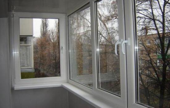 Остекление балкона окнами из пластика