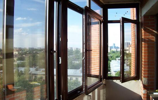 Остекление балкона ПВХ рамами
