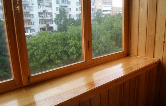 Остекление лоджий древесиной