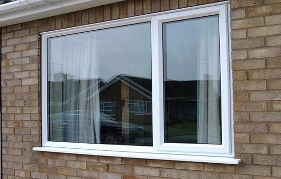 Пластиковые окна в доме из кирпича