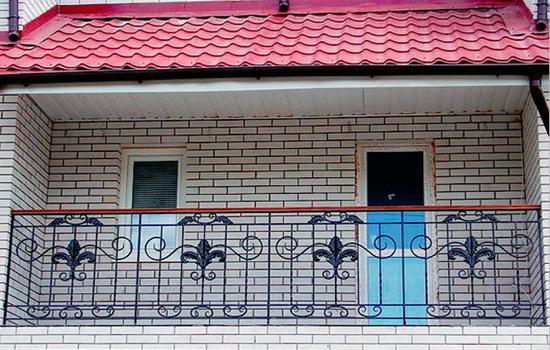 Покрытие крыши, выполненное из металлочерепицы