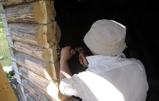 После того как шип был вырезан доделываем его на чистовую стамеской