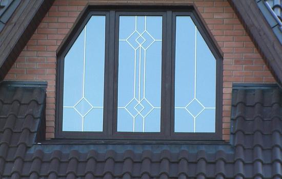 Как выглядит окно с декоративными раскладками