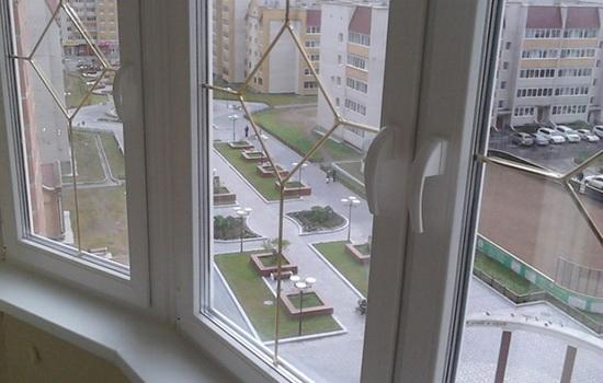 Шпросы на ПВХ окнах квартиры