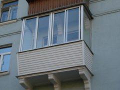 Сколько стоит остеклить балкон — цена вопроса
