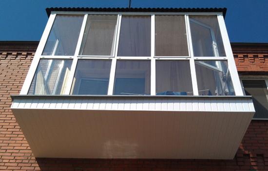 Современный балкон во французском стиле