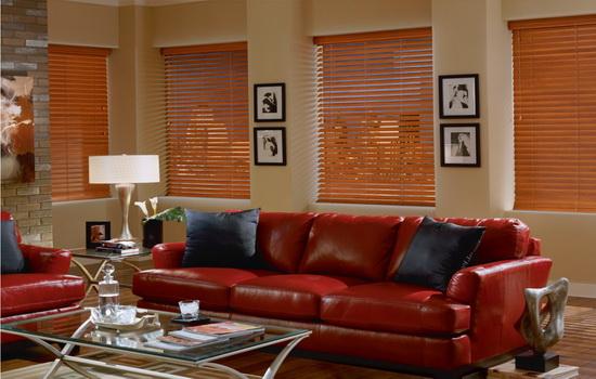 Светло-коричневые деревянные жалюзи