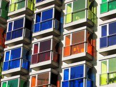 Цветные пластиковые окна – фото и цены