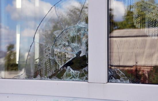 Такого бы не случилось, если бы были установлены безопасные пластиковые окна, сделанные с использованием технологии «триплекс»