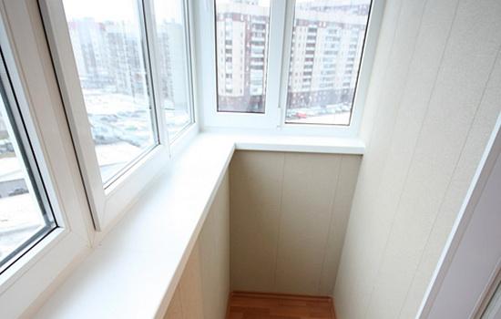 Теплое остекление небольшого балкона