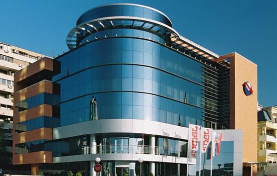Тонированный стеклопакет в архитектуре здания