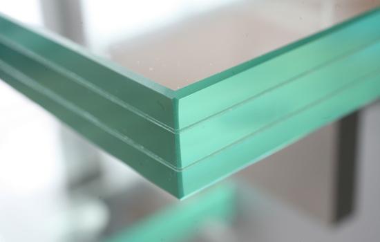 Трехслойное стекло (ламинированное)