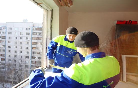 Монтаж окна специалистами в зимнее время
