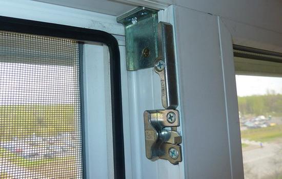 Встроенный в ПВХ окно микропроветриватель