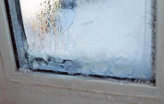 Лед на стеклопакете