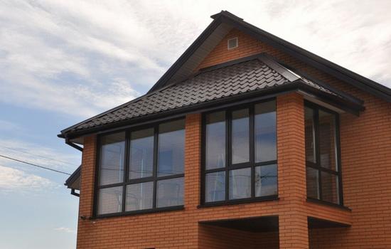 Застекленный балкон в доме из