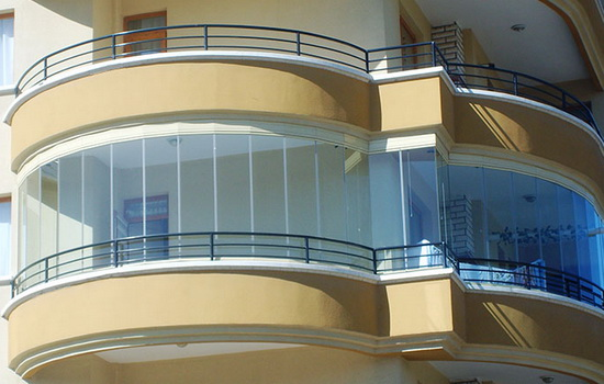 bezramnoe-osteklenie-balkona-foto3-1