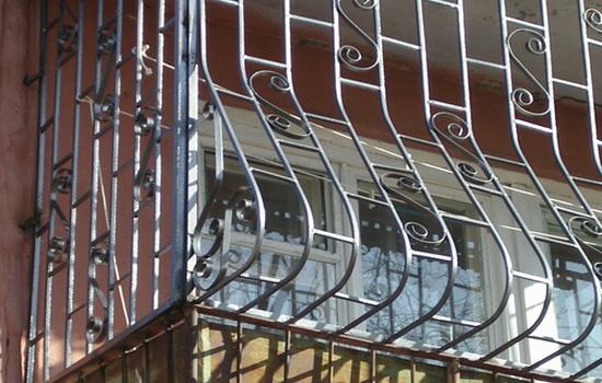 reshetki-na-balkon